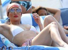 Дженнифер Лопес поделилась откровенным видео на пляже