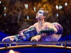 Артист Cirque du Soleil изобразил русские поговорки