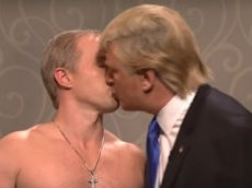 В Saturday Night Live показали поцелуй Трампа и Путина