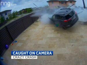 Автомобилист пролетел над бассейном и сквозь заборы, и остался жив