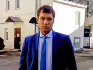 Российский чиновник плюнул в мужчину за замечание о самоизоляции