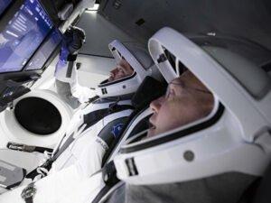 Корабль Илона Маска CrewDragon не смог стартовать из-за погоды