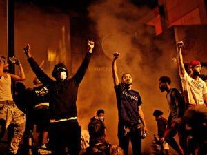 Массовые беспорядки в Миннеаполисе