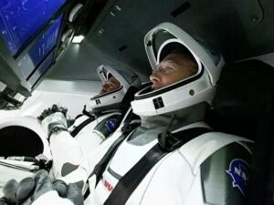 Астронавты стартуют на ракете SpaceX к МКС