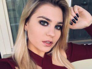 Внучка Боярского сразила фанатов шикарной грудью