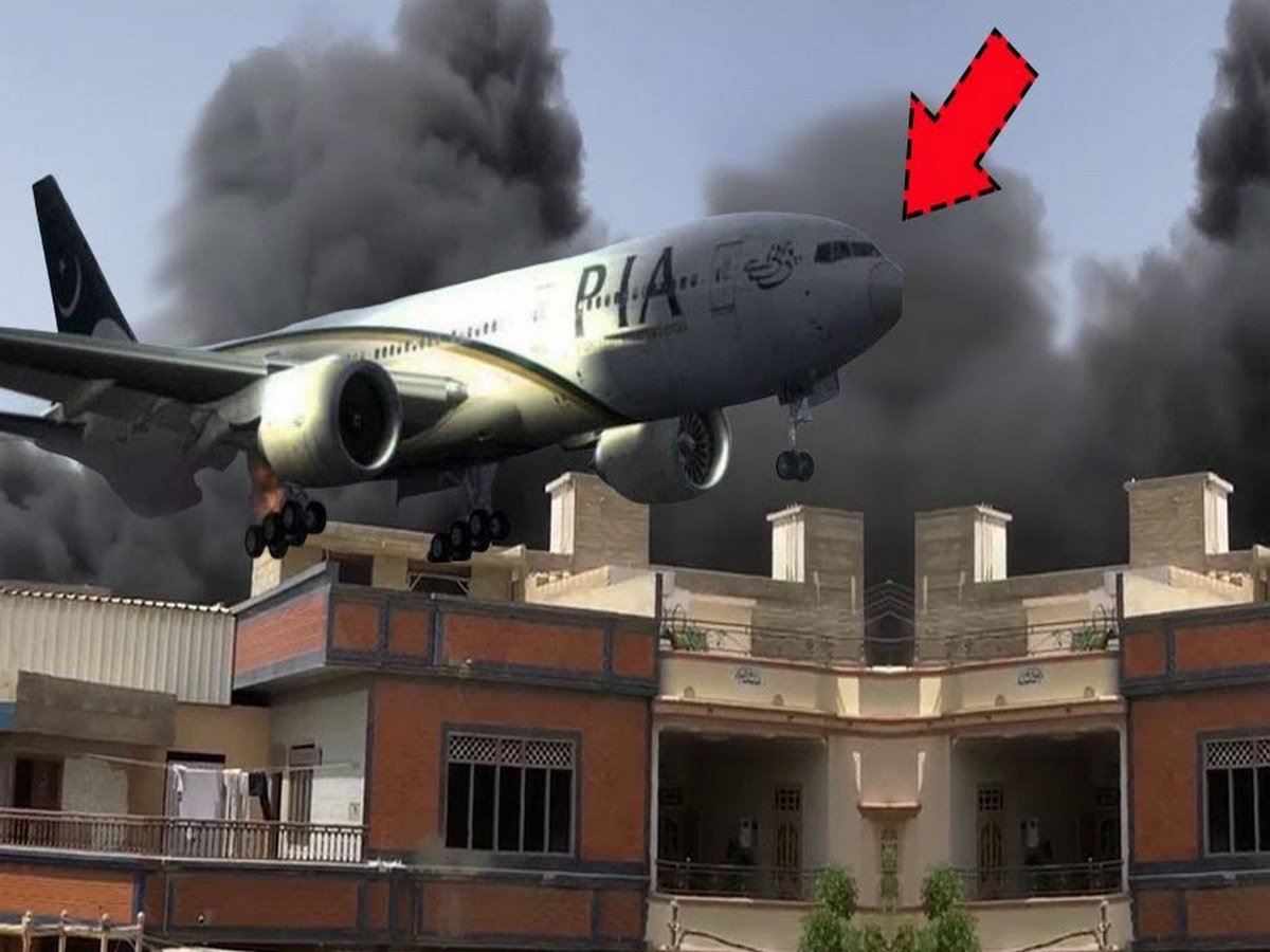 На месте крушения Airbus в Пакистане нашли живого ребенка