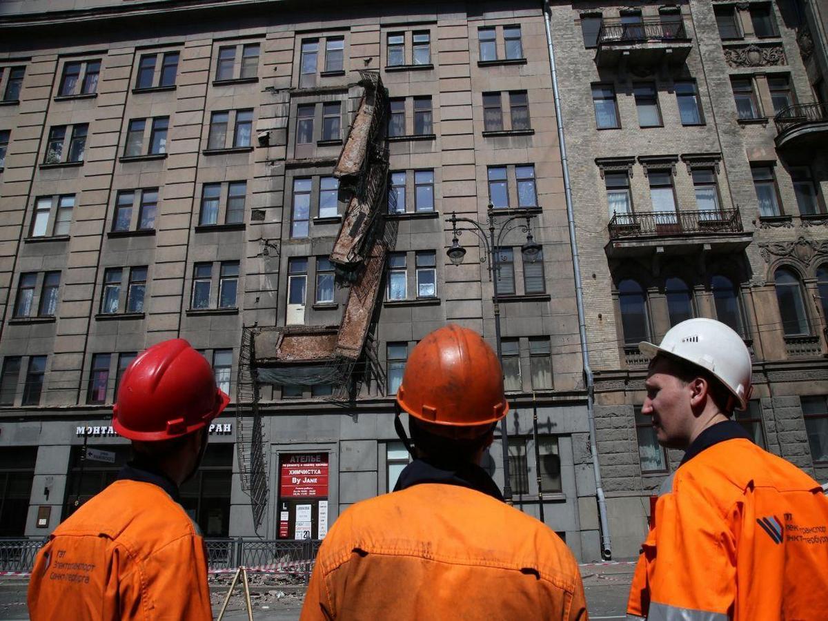 Четыре балкона обрушились с дома на Кирочной в Петербурге