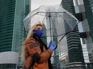 Названы способы не заразиться коронавирусом в общественных местах