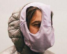 Женщина в ответ на просьбу надеть маску натянула на голову трусы