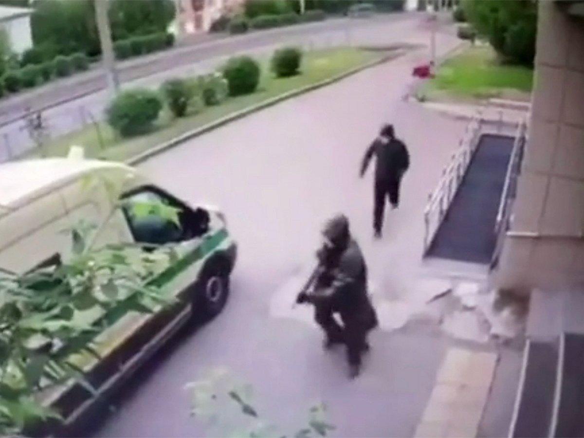 Момент нападения на инкассаторов в Красноярске