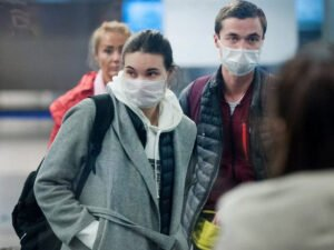 Москвичей обязали носить маски при любом выходе на улицу