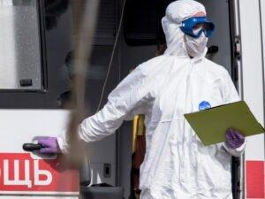 Медики массово увольняются из-за коронавируса