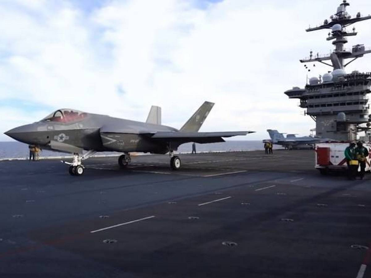 F-35 едва не упал в море сразу после взлёта с авианосца