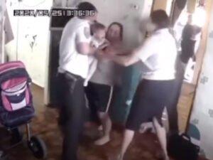 Изъятие детей из многодетной семьи без решения суда попало на видео
