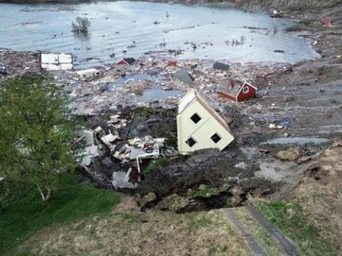 Оползень отнес в море целый норвежский поселок