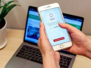 Москвичка получила смартфон от «Соцмониторинга» с долгом в 2,5 млн