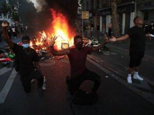 На протестующих США сбросили «кастрированных» мух