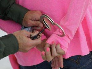 Жесткое задержание жительницы Елабуги без перчаток попало на видео
