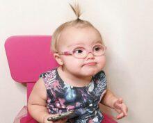 2-летняя девочка стала звездой Сети