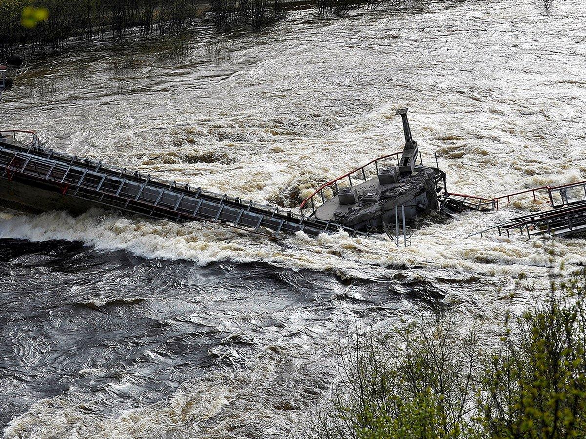 Под Мурманском рухнул железнодорожный мост