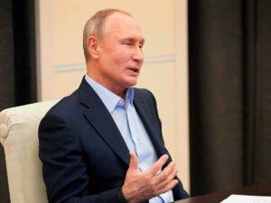 Путин постучал кулаком во время совещания